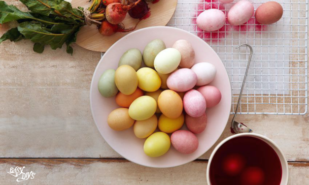 How to dye eggs the natural way
